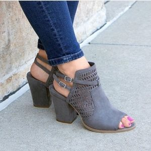 NWT! Gray Caged Block Heel Sandal Ankle Bootie 7